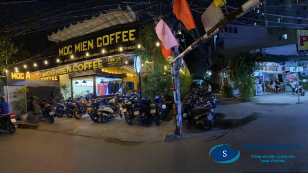Sang quán cafe  trục đường lớn, đông người qua lại, gần trường THPT và nhiều trường đại học, cao đẳng.